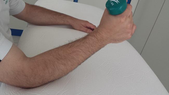 Ejercicios fisioterapéuticos de recuperación tras una operacion de muñeca